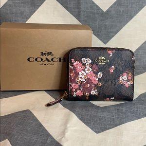 COACH New Floral Small Zip Around Wallet Chalk